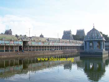 View gOpurAs with holy pond of thirupullirukkuvelur temple